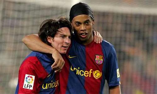 Ronaldinho có vài điều cần truyền thụ thêm cho Messi