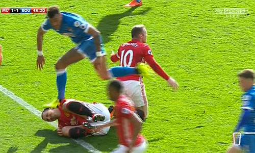 Rooney tố đối phương cố tình đạp vào đầu Ibrahimovic