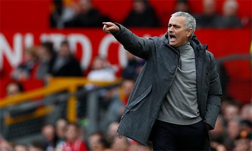Mourinho lo kết quả tệ trên sân nhà khiến Man Utd khó vào top 4