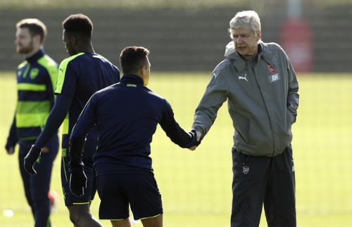 Sanchez thể hiện tình đoàn kết với đồng đội tại Arsenal