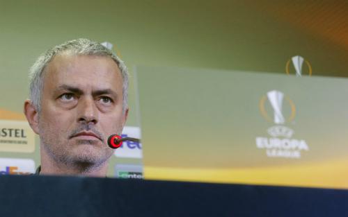 Mourinho chê sân của Rostov không đáng thi đấu