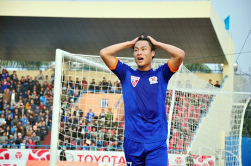 Mạc Hồng Quân nhận thẻ đỏ, Quảng Ninh thất bại tại AFC Cup