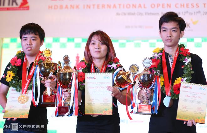 Quang Liêm rạng rỡ giương cao Cup vô địch HDBank 2017