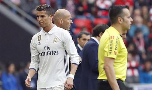 Ronaldo chửi thề sau khi bị HLV Zidane thay ra