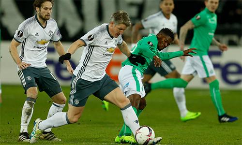 Joachim Low tin Schweinsteiger vẫn có thể đóng góp cho Man Utd