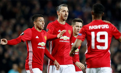 Ferguson khuyên Man Utd tập trung cho Europa League