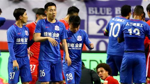 Cầu thủ Trung Quốc bị treo giò sáu tháng vì dẫm chân Witsel