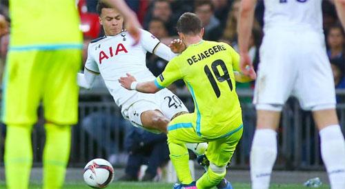 Dele Alli trả giá cho cú đạp vào đầu gối của đối thủ