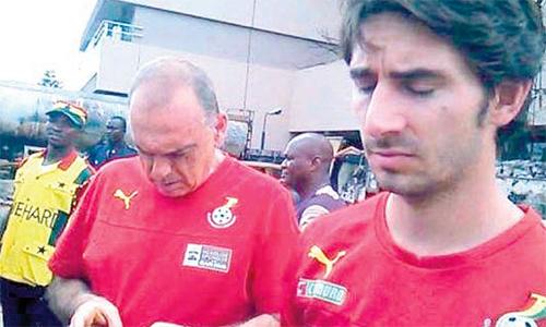 Cựu HLV đội trẻ Liverpool biểu tình bảy tuần ở Ghana đòi tiền thưởng