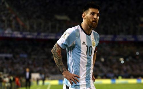 Messi bị treo giò bốn trận vì lăng mạ trọng tài