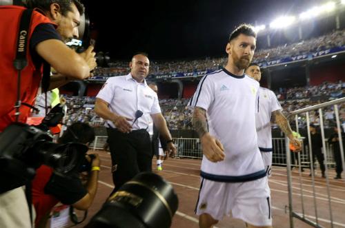 Argentina kháng án treo giò của Messi lên FIFA
