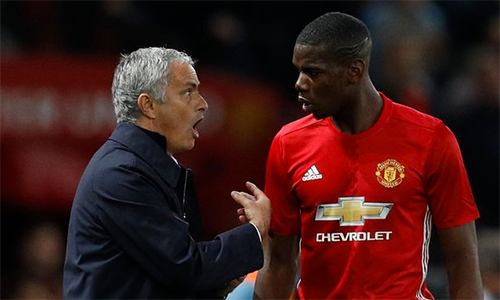 """Mourinho """"nóng mắt"""" khi Pogba xao nhãng"""