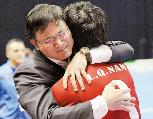 Bầu Tú và 10 năm sống chết với futsal Việt Nam