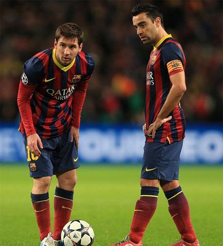 """Xavi: """"Barca sẽ mắc sai lầm lịch sử nếu không gia hạn với Messi"""""""