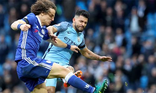 David Luiz nén đau đá suốt ba tháng qua sau cú đạp của Aguero