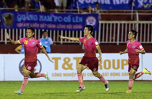 Thua trận thứ hai liên tiếp, Quảng Nam lại lỡ đỉnh bảng V-League