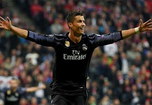 """Ronaldo: """"Hơn cả vinh dự khi lập cú đúp vào lưới Bayern"""""""