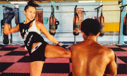 Người mẫu Hong Kong bước lên sàn đấu Muay Thái