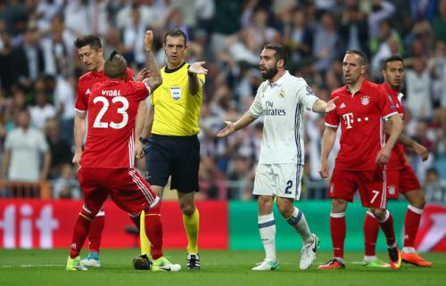 """Paolo Rossi: """"Trọng tài là người hùng của Real khi Bayern bị loại"""""""