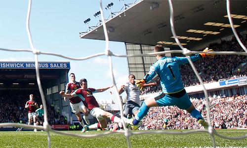 Rooney ghi bàn, Man Utd áp sát top 4