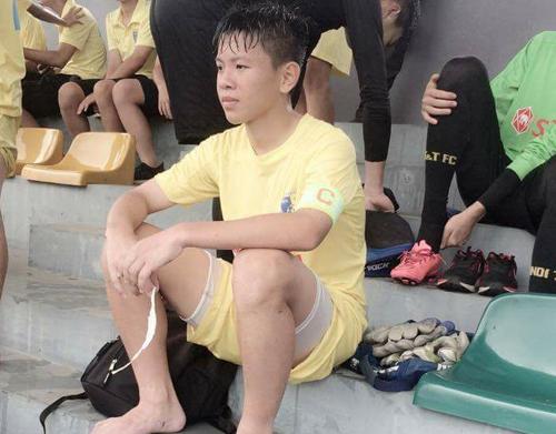 Cầu thủ bị HLV doạ cắt gân chân: 'Em không làm gì quá đáng'