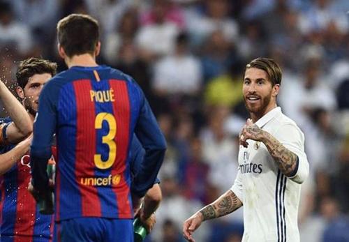 Ramos móc mỉa Pique sau khi nhận thẻ đỏ