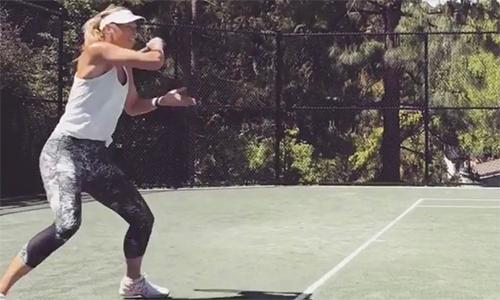 Sharapova tập lần cuối trên sân nhỏ cho ngày tái xuất