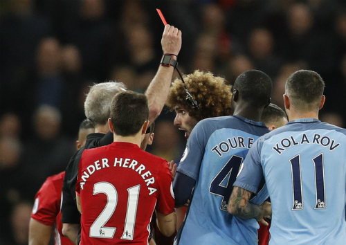 Fellaini nhận thẻ đỏ, Man Utd cầm hòa Man City