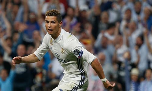 Ronaldo san bằng thêm một kỷ lục của Messi
