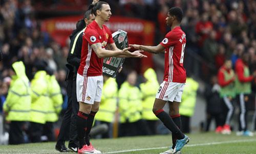 Owen khuyên Man Utd để Ibrahimovic dự bị cho Rashford