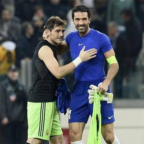 Lý do đằng sau chuyện đổi áo thường xuyên của Buffon