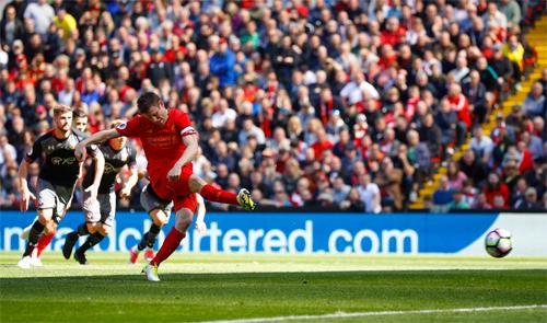 Liverpool tự làm khó mình trong cuộc đua Top 4