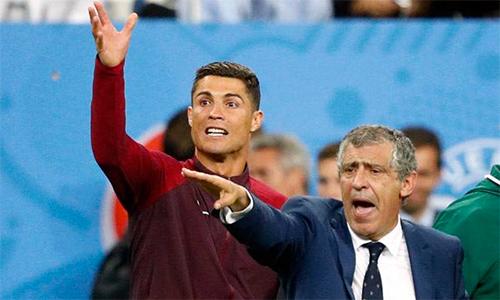 HLV tuyển Bồ Đào Nha khó hiểu vì vẫn có CĐV coi nhẹ Ronaldo