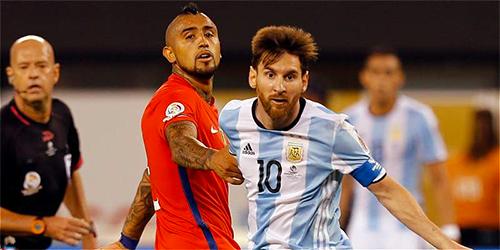 """Vidal: """"Messi được xử luật riêng so với những người khác"""""""