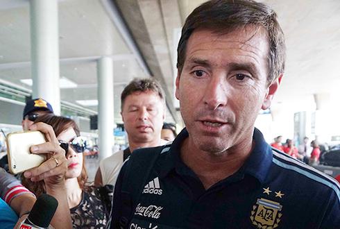 hlv-u20-argentina-chung-toi-hy-vong-som-co-nhung-messi-moi