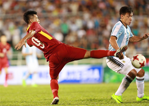 hlv-hoang-anh-tuan-khong-hai-long-ve-ty-so-truoc-u20-argentina-1