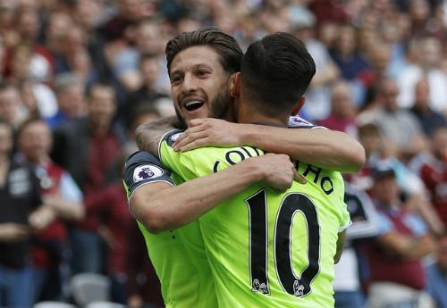 Liverpool đè bẹp West Ham, chỉ cách top 4 một trận thắng