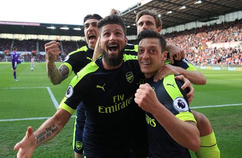 Đánh bại Stoke, Arsenal áp sát vị trí thứ tư