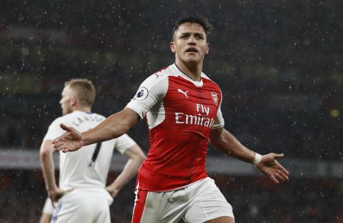 Sanchez lập cú đúp, Arsenal cách top 4 một điểm trước vòng cuối