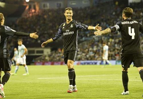 Ronaldo lập cú đúp, Real đẩy Barca xuống vị trí thứ hai