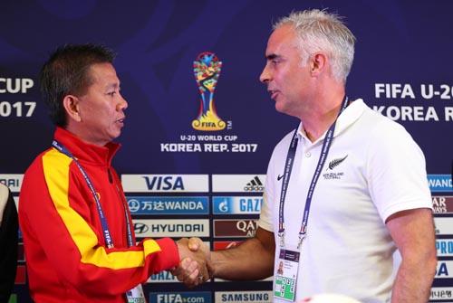 """HLV New Zealand rủ U20 Việt Nam """"đấm bốc"""""""