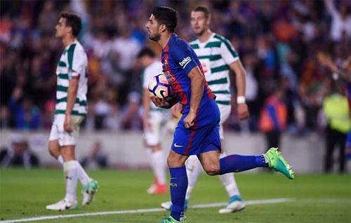 Thắng ngược sau khi thua hai bàn, Barca vẫn phải xếp thứ hai