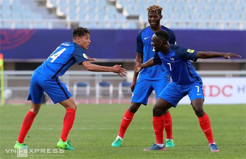 """Các cầu thủ Pháp """"nắn gân"""" Việt Nam trước trận đấu ở U20 World Cup"""