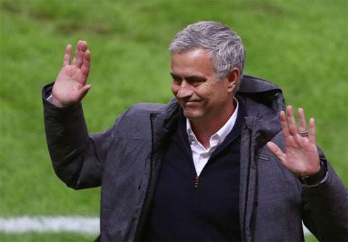 """Mourinho: """"Nhà thơ không thể giành nhiều danh hiệu"""""""