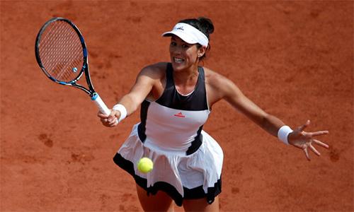 Muguruza giữ phong độ, vào vòng bốn Roland Garros
