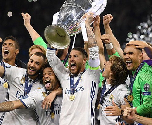 """Real xóa """"lời nguyền"""", trở thành đội đầu tiên bảo vệ được Champions League"""