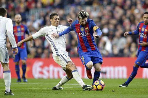 """Messi: """"Ronaldo là một cầu thủ phi thường"""""""