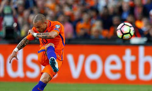 Sneijder vượt Van der Sar, lập kỷ lục khoác áo tuyển Hà Lan