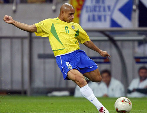 Roberto Carlos bị cáo buộc dùng chất kích thích để tăng cơ đùi
