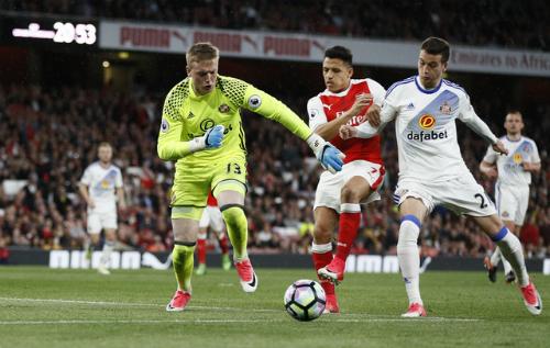 Everton lập kỷ lục chuyển nhượng thủ môn người Anh